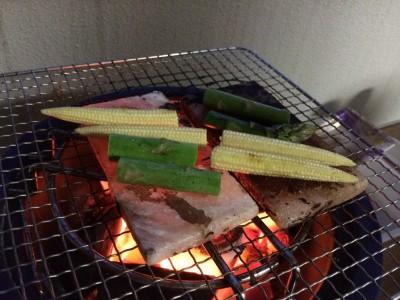 バーベキュー BBQ 炭 火の付け方 簡単 着火剤なし 着火剤不要 七輪 マジック炭使い方 簡単着火炭 岩塩プレート ロゴス ベランダ 自宅