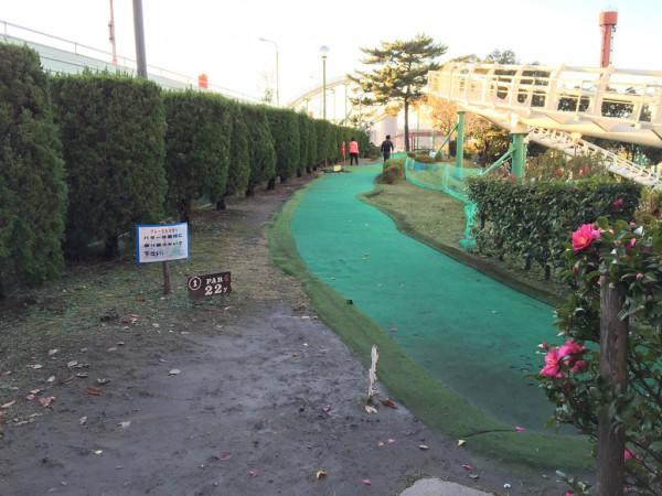 ひらかたパーク ひらパー イルミネーション 光の遊園地 お得なチケット 料金 点灯時間 ナイトフリーパス ナイト入園 パターゴルフ 割引 混雑 感想 写真