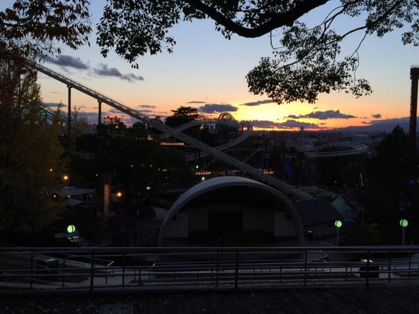 ひらかたパーク ひらパー イルミネーション 光の遊園地 お得なチケット 料金 点灯時間 ナイトフリーパス ナイト入園 エリア アトラクション 割引 混雑 感想 写真