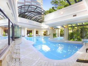ホテル椿山荘東京「全天候型プール」