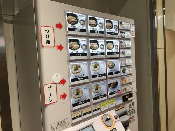 麺屋たけ井 阪急梅田駅 改札内 構内 京都で人気のつけ麺 テレビで紹介 行列 並ぶ 時間 空いている 券売機