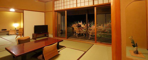 石葉・木造り客室