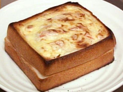 今ちゃんの実は 夜食 ベシャメルパン 大阪 福島 サンパティーク