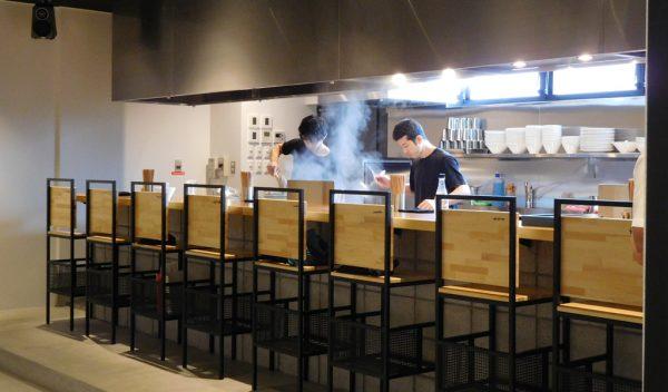 JO-TERRACE OSAKA ジョーテラスオオサカ 大阪城公園 ラーメン TAKAHIRO 樽生クラフトビール くそオヤジ最後のひとふり 餃子