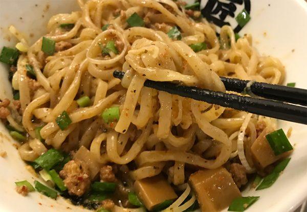 台湾まぜそば 混ぜた麺