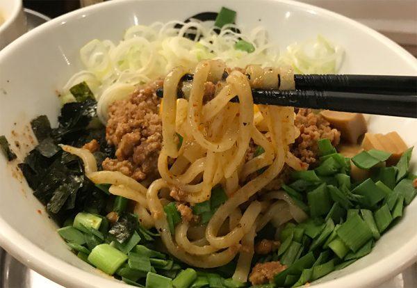 台湾まぜそば 平打ちの中太麺