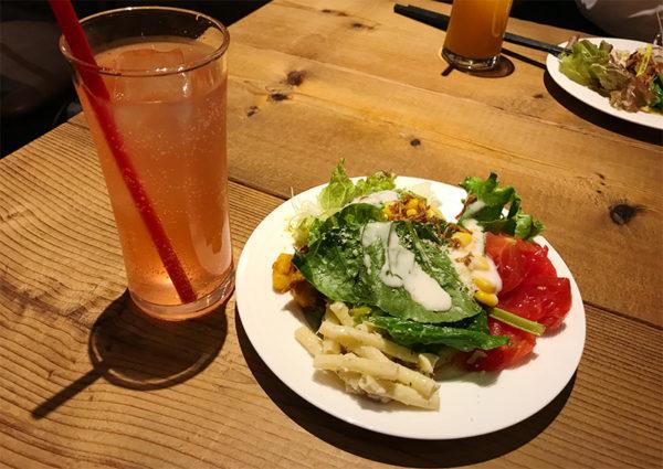サラダ&ドリンク(ピンクレモネード)