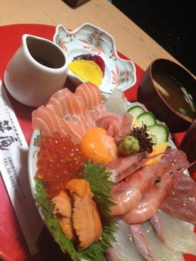 泳ぎいか・ふぐ・いわし 遊食遊膳 笹庵 具だくさん海鮮丼
