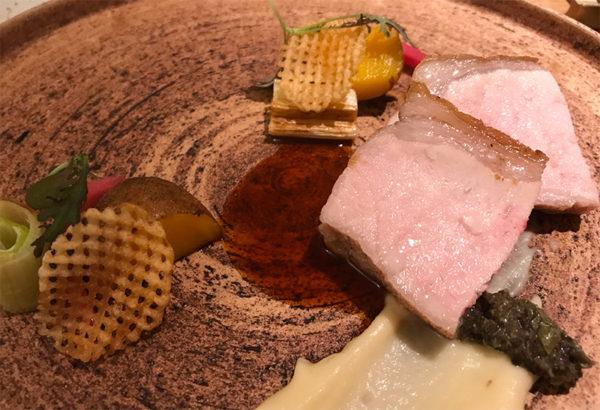 茶美豚ロース肉のロティ フォン・ド・ヴォーソース