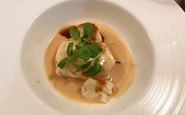 魚料理 鯛とアワビ・ホタテのムースのヴァプール ソースノイリーとアメリケーヌソース