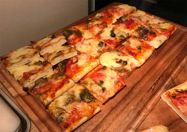 ピザ ビュッフェ