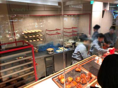 ルクア大阪 オープン 行列 売り切れ 待ち時間 リンゴ 焼き立てカスタードアップルパイ専門店 店内 工房