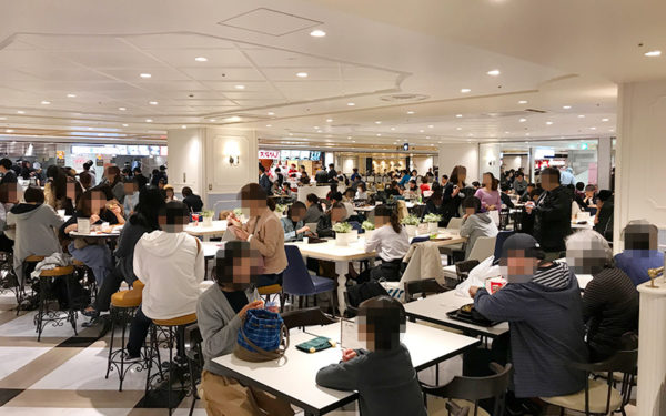 阪急三番街 エキチカ フードコート フードホール 梅田フードホール 人気 混雑