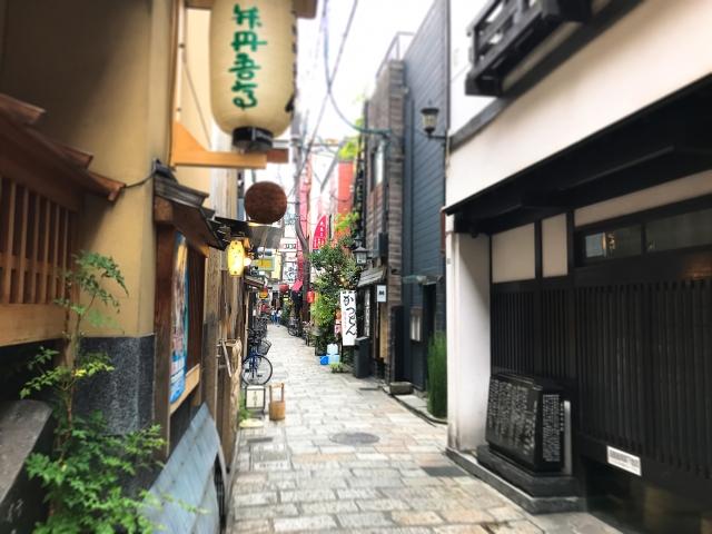 松本家の休日 法善寺横丁 マップ 大物芸能人が通う店