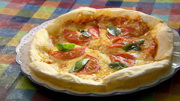 キッチンじゃが芋 トマトのピザ