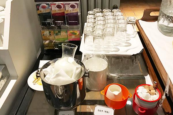 神戸北野ホテル いちごブッフェ ドリンク 紅茶 ミルク 牛乳
