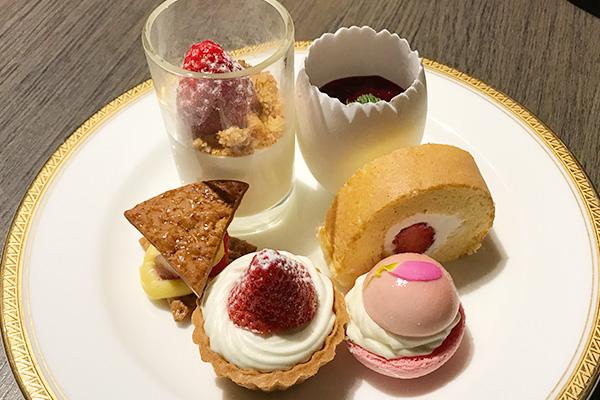 神戸北野ホテル いちごビュッフェ ナイトデザートブッフェ いちごHOLIC スイーツブッフェ