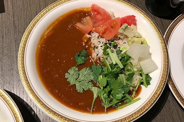 神戸北野ホテル いちごビュッフェ フード 兵庫県産トマトのカレー スパイスバターライス