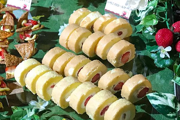 いちごビュッフェ いちごのロールケーキ