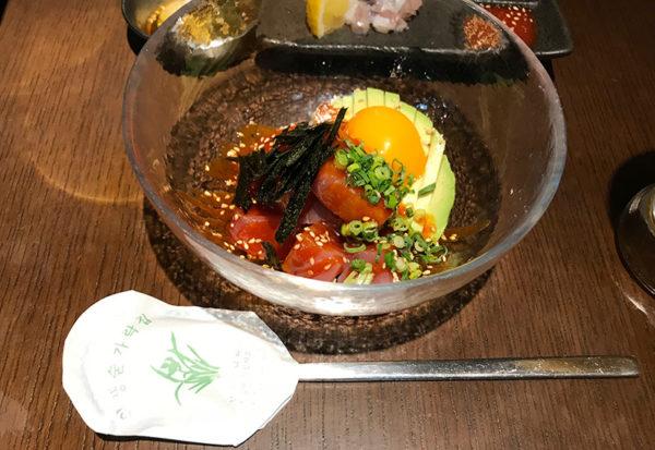 宝塚 韓国料理 ハルバン 生マグロとアボカドのユッケ和え