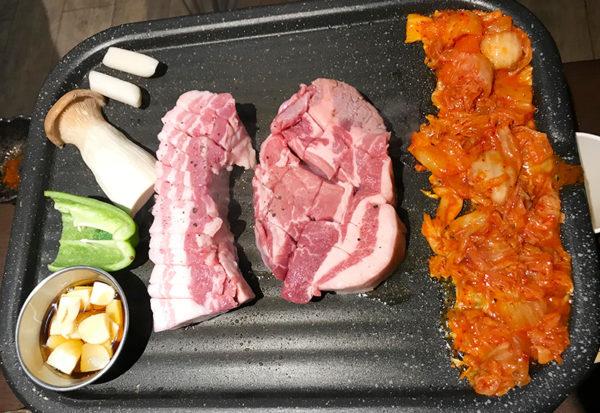 宝塚 韓国料理 ハルバン 生サムギョプサル