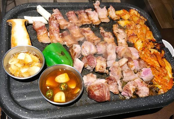 宝塚 韓国料理 ハルバン 生サムギョプサル 焼き上がり