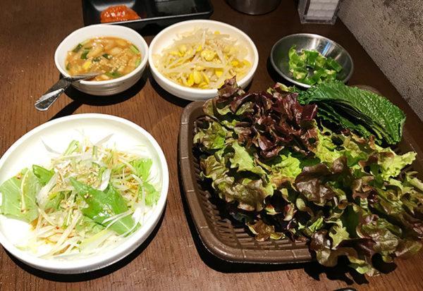 宝塚 韓国料理 ハルバン 生サムギョプサル 包み野菜 薬味
