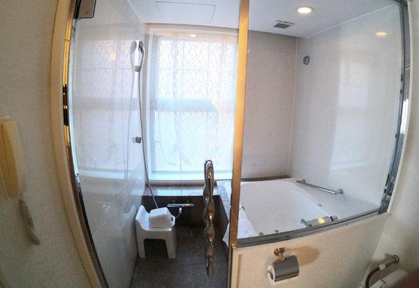 神戸北野ホテル デラックスダブル 客室 お風呂 シャワー