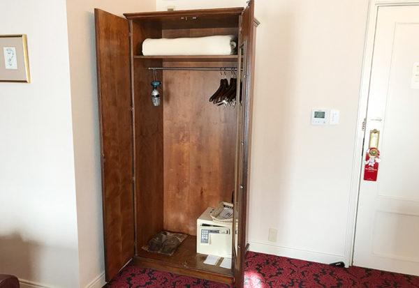 神戸北野ホテル デラックスダブル 客室 クローゼット
