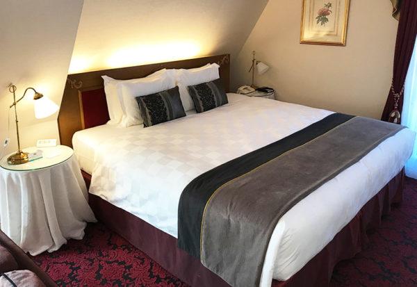神戸北野ホテル デラックスダブル 客室 キングサイズ ベッド