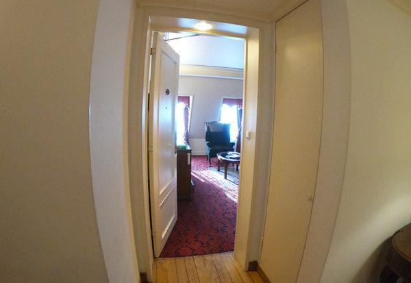 神戸北野ホテル デラックスダブル 入口 ドア