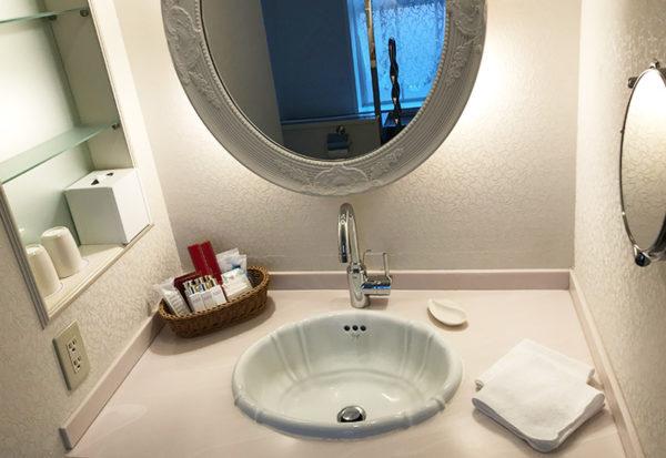 神戸北野ホテル デラックスダブル 客室 洗面台