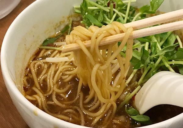 大阪 箕面 台湾ラーメン G 辛口 中華麺 豆苗