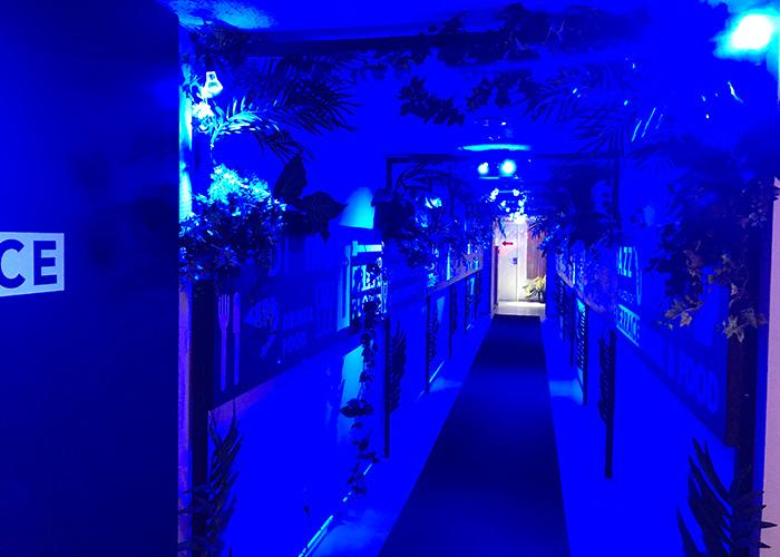 ホテルニューオータニ大阪 3F ビアガーデン会場フロア 青い廊下