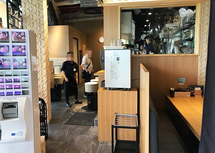 ジョーテラスオオサカ 大阪城下町 ラーメン小路 焼きあご塩らー麺 たかはし 内観