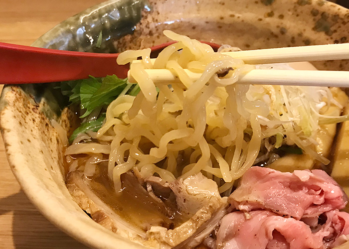 ジョーテラスオオサカ 大阪城下町 ラーメン小路 焼きあご塩らー麺 たかはし 縮れ麺