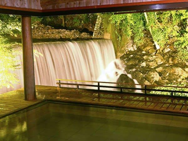 かやぶきの郷 薬師温泉 旅籠 滝見露天風呂