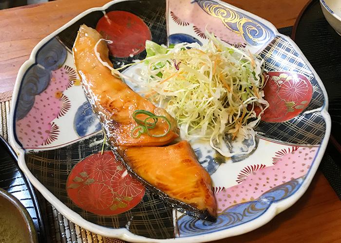 鳥取 倉吉 百姓料理 お休み処 よね 日替わり定食 魚料理 シャケの照り焼き