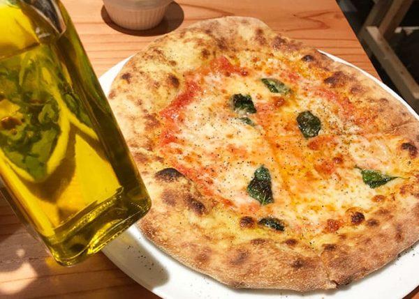 クラフトビアマーケット ホワイティうめだ 泉の広場 イタリアン ピザ マルゲリータ 唐辛子オリーブオイル