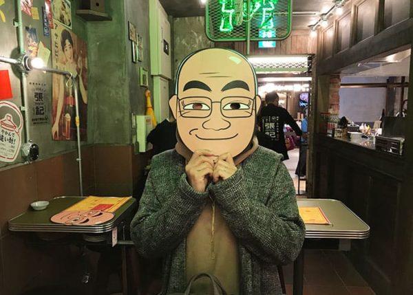 台北餃子 張記 店主 張さん お面