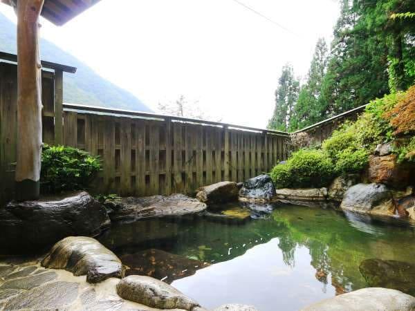 奥飛騨 新平湯温泉 美山荘 庭園露天風呂