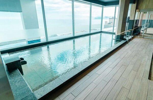 函館 湯の川温泉 海と灯 展望風呂