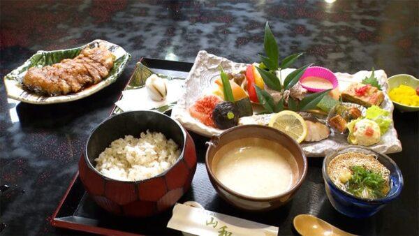 奈良 桜井市 とろろめし 山和 大鳥居定食